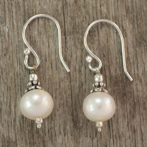 Pearl dangle earrings 'Mumbai Moonlight'
