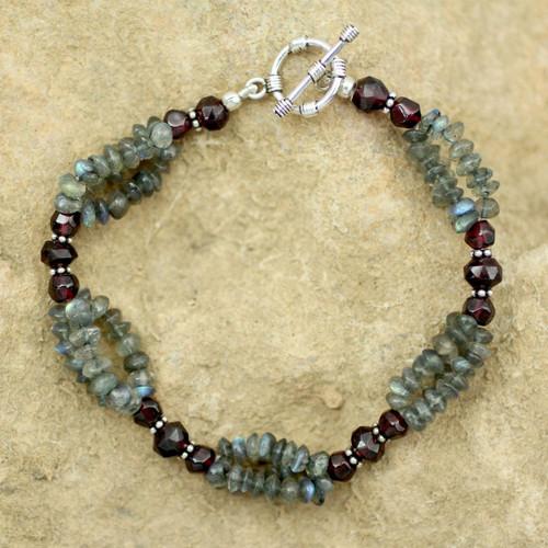 Labradorite and garnet beaded bracelet 'Evening Mist'