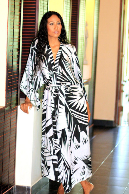 Women's Artisan Crafted Black and White Long Silk Robe 'Palm Frond Shadow'