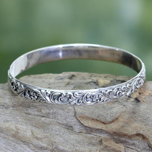 Artisan Jewelry Sterling Silver Bangle Bracelet 'Timeless Bali'