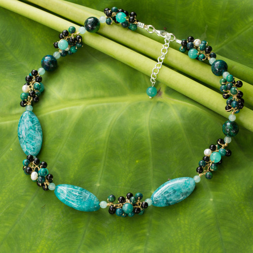 Artisan Crafted Pearl and Garnet Choker Necklace 'Green Lily Garland'