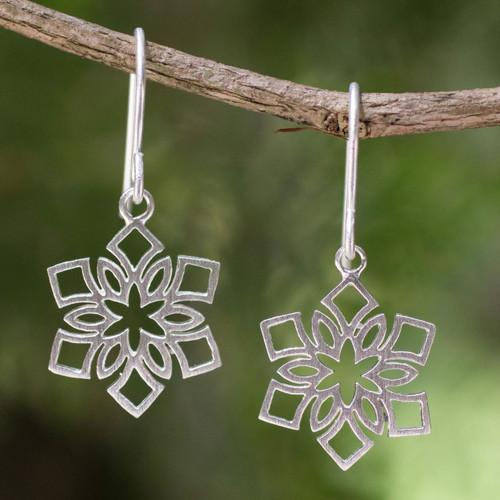 Artisan Jewelry Women's Sterling Silver Earrings 'Blossoming Snowflakes'