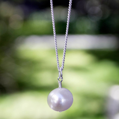 White Pearl Necklace 'Radiant Purity'
