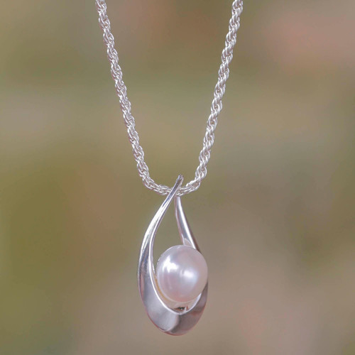 Pearl and Silver Pendant Necklace 'White Symphony'