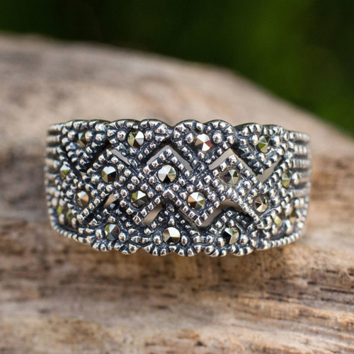 Unique Women's Band Ring in Sterling Silver with Marcasite 'Love's Bond'