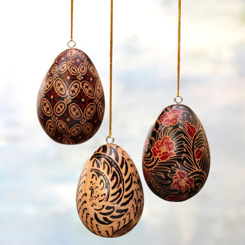Hand Made Batik Wood Ornaments (Set of 3) from Indonesia 'Kawung Eggs'