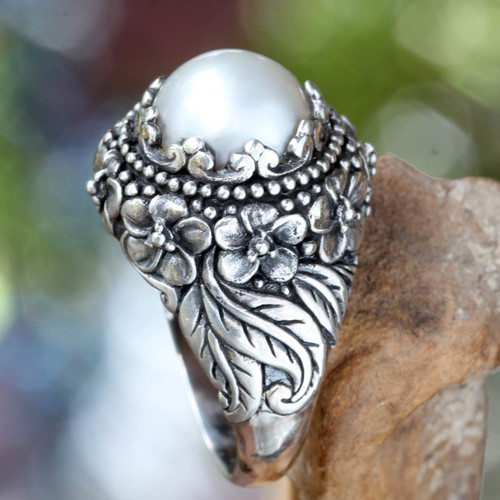 Floral Pearl Ring 'Moon Flowers'