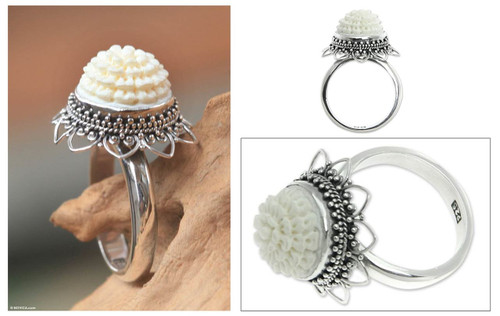 Bone flower ring 'Seruni White'