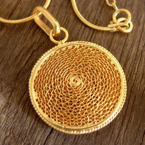 Handcrafted Filigree Gold Plated Pendant Necklace 'Coricancha'