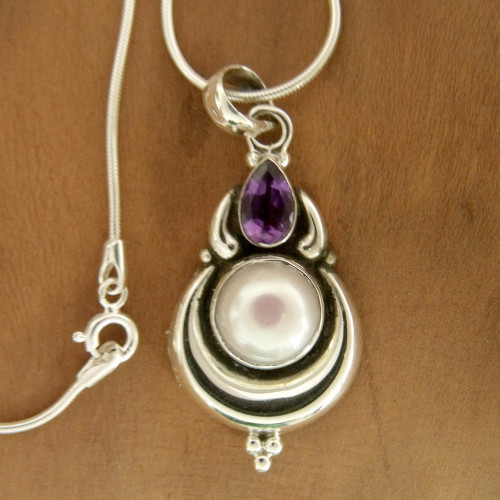 Grand Indian Necklace with Pearl and Amethyst on Silver 'Jaipur Moon'