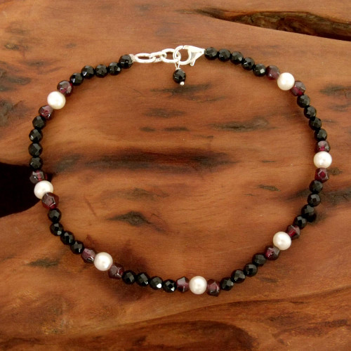 Onyx and garnet beaded anklet 'Friendship'