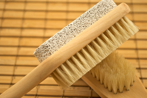 Pumice with a brush on a handle Organic