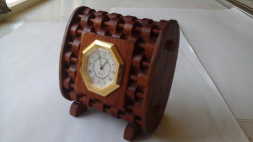 WOVEN SHELF CLOCK PATTERN