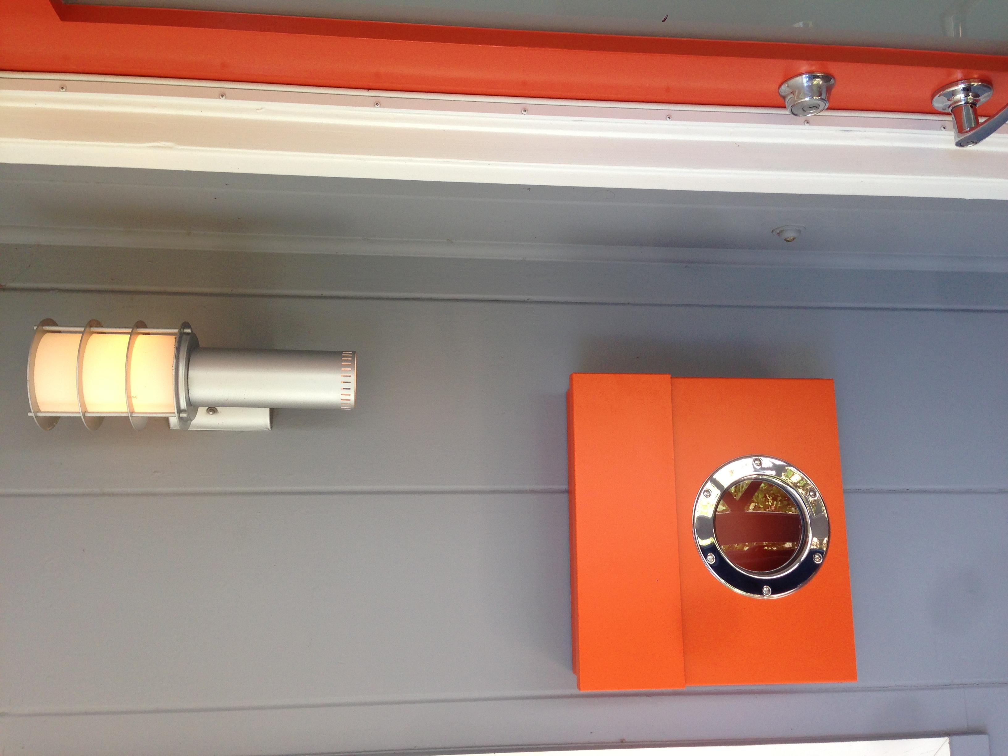 oranger-letterman-client-by-door-2.jpeg