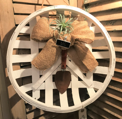White Tobacco Wreath with Shovel