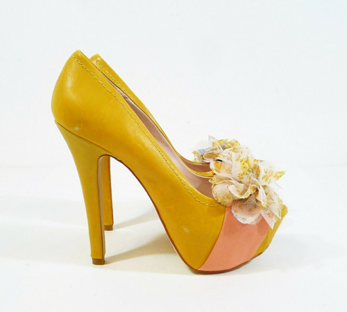 Not Too Coy Women's Mustard/Pink Flower Leather Peep Toe Platform Shoes Size 8 M