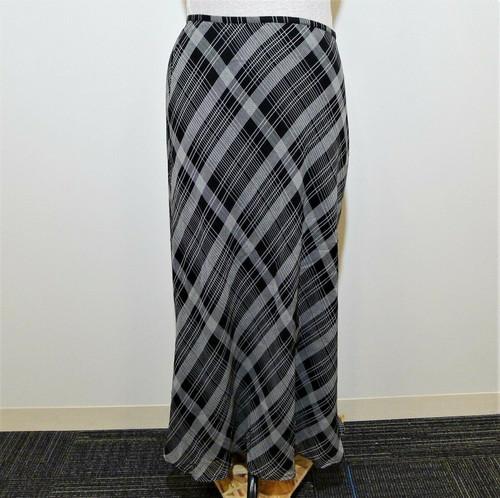Liz Claiborne Women's Black Plaid Long Skirt Size 12 Petite