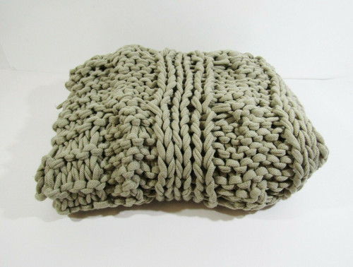 """Pottery Barn Colossal Handknit Throw in Putty, 100% Acrylic 44"""" x 56"""" **FRAYING"""
