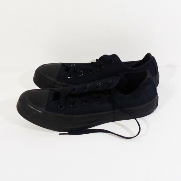 Converse Chuck Taylor Low Top Black Sneakers Women's Size 6 / Men's Size 4