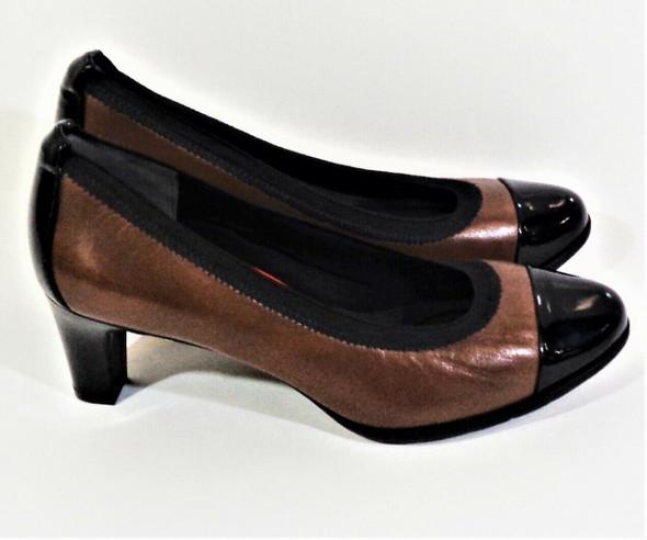 Rockport Total Motion Brown & Black Leather Pumps Size 6.5