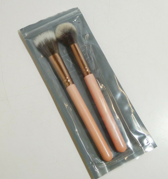 Set of 2 Luxie Rose Gold - #516 Powder and #522 Highlighter Brushes