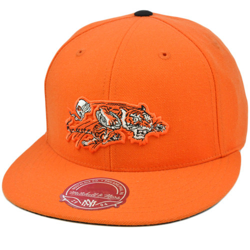 fc81a5a1 NFL Mitchell & Ness Throwback Logo Hat Cap Fitted Cincinnati Bengals TK03  Size 7