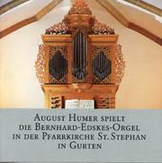 August Humer spielt der Bernhard-Edskes-Orgel in der Pfarrkirche St. Stephan in Gurten