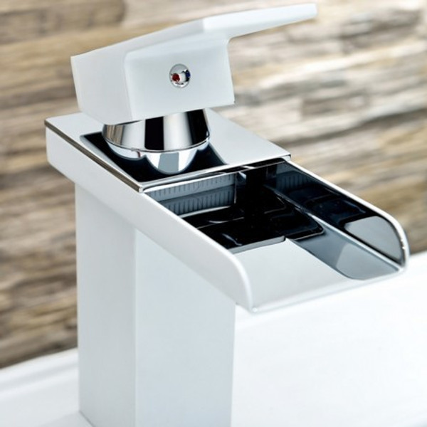 AQUA TREVI SINGLE LEVER WIDE SPREAD BATHROOM VANITY FAUCET - CHROME