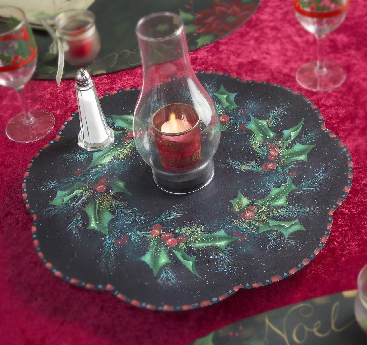 Elegant Holly and Berries packet - Patricia Rawlinson