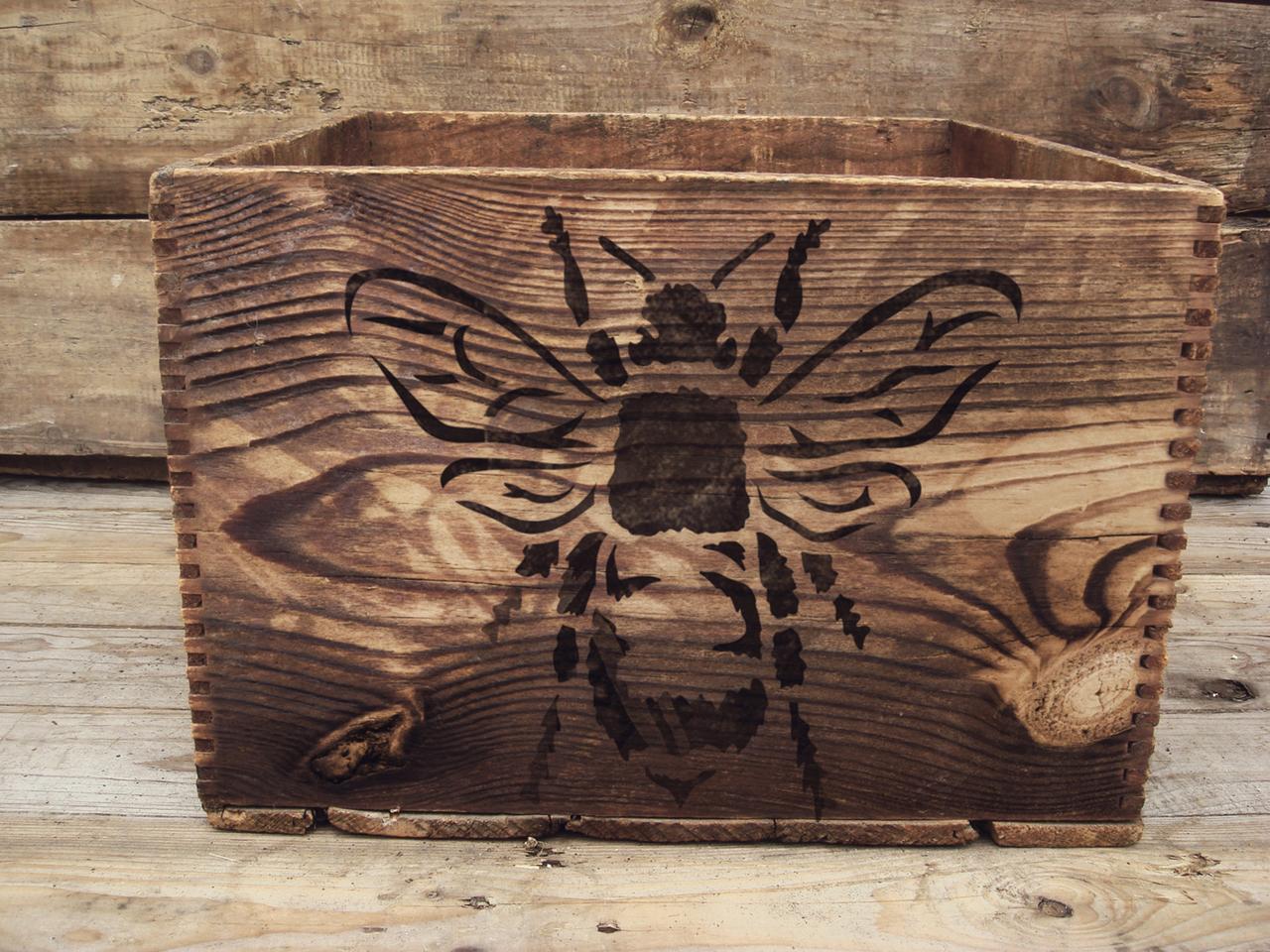 "Basic Bee - Art Stencil - 9"" x 9"""