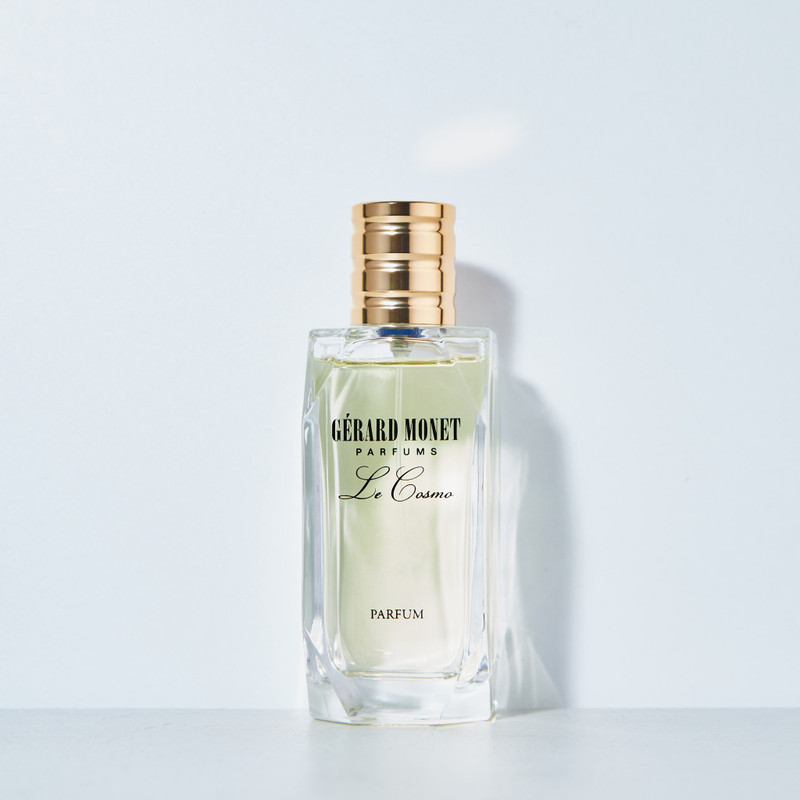Le Cosmo (The Cosmo) for Women: is a glamorous perfume for chic and fashionable women who are sensual and feminine. The perfume is described as fresh with a hint of fruit. The base notes are light Musk and Soft Wood with a sprinkle of Sweet and Floral Notes.