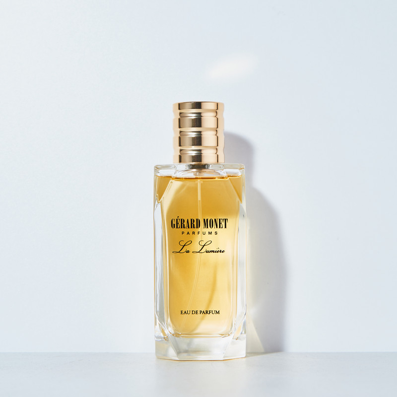 La Lumiere (The Light) for Women: is lovely and explosive perfume designed for the women who love sparkle, beauty, and fantasy. The aroma is described to be an explosive mix of Roses, Orchids, Freesias, African Flowers, and Jasmine.
