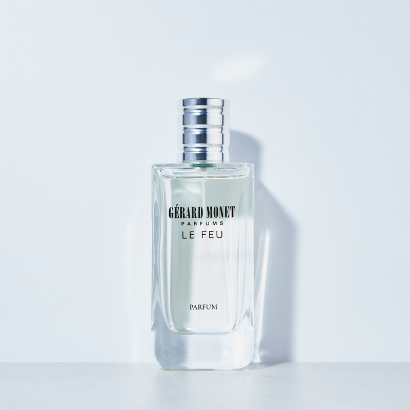 Le Feu (The Fire) for Men: is a sensual perfume for the modern and sophisticated man who has an intense and enigmatic character that draws women. The perfume is described as a perfect fresh scent that can be worn for any occasion.