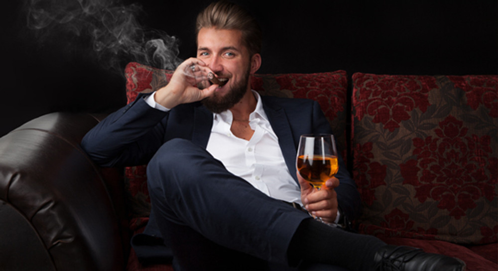 ​9 Dos and Don'ts of Properly Smoking a Cigar