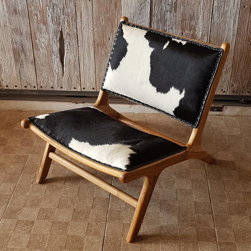This high quality cowhide chair is designed for deep relaxation. From above