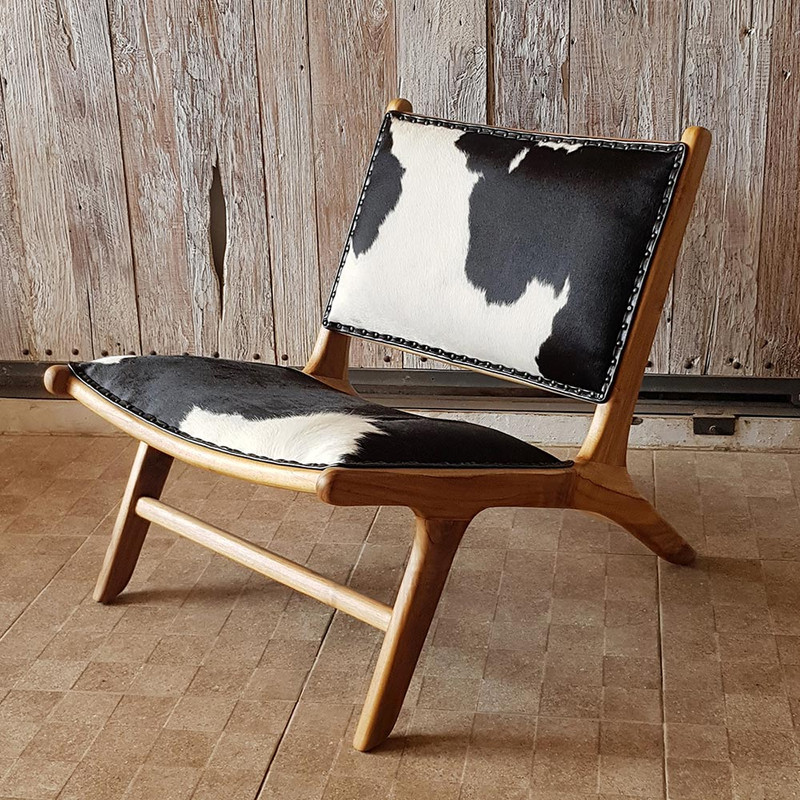 This high quality cowhide chair is designed for deep relaxation.