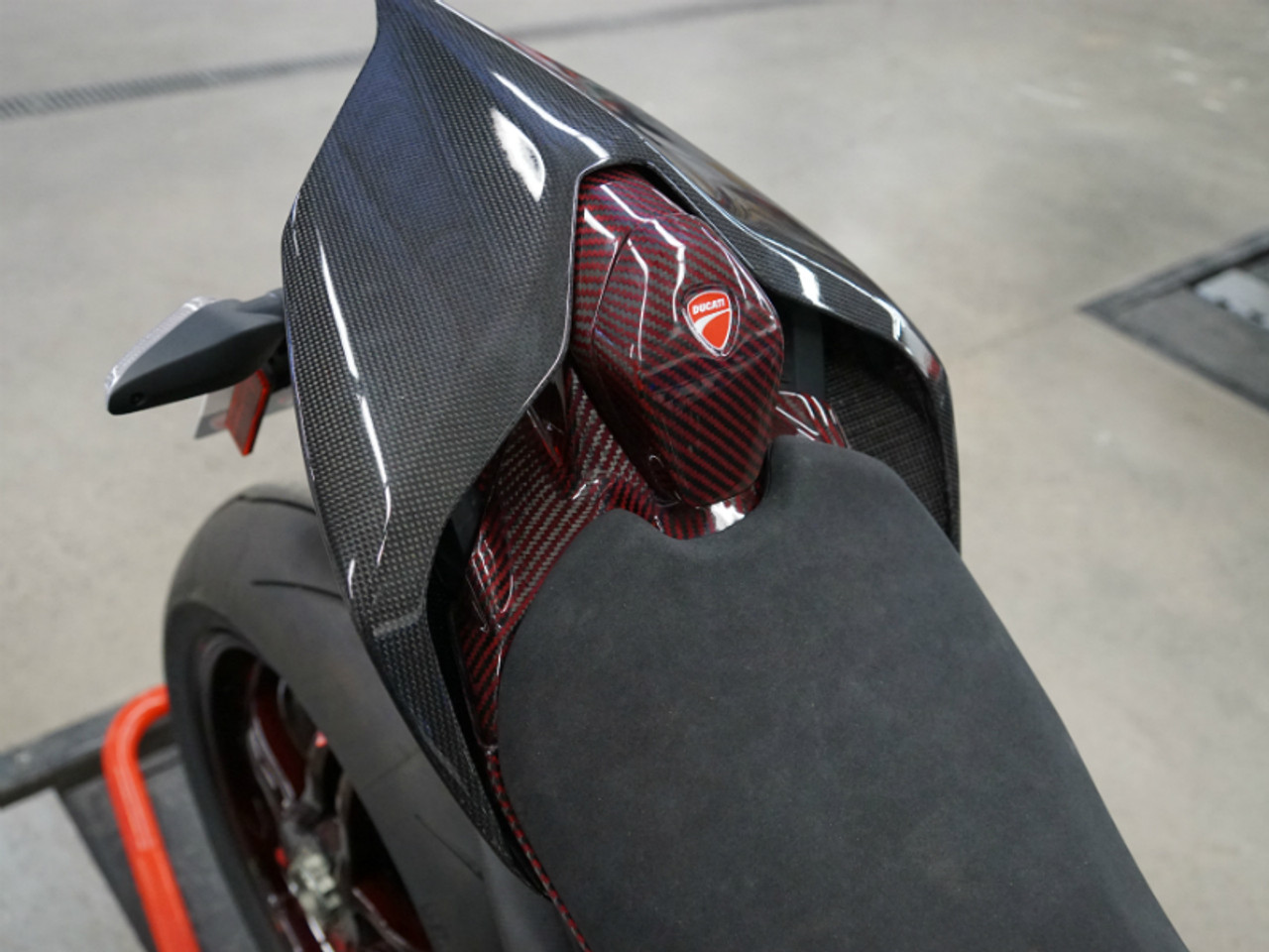 Tail Fairing Stay and Seat Back  in Black and Red Glossy Twill Weave Carbon Fiber for Ducati Panigale V4 installed