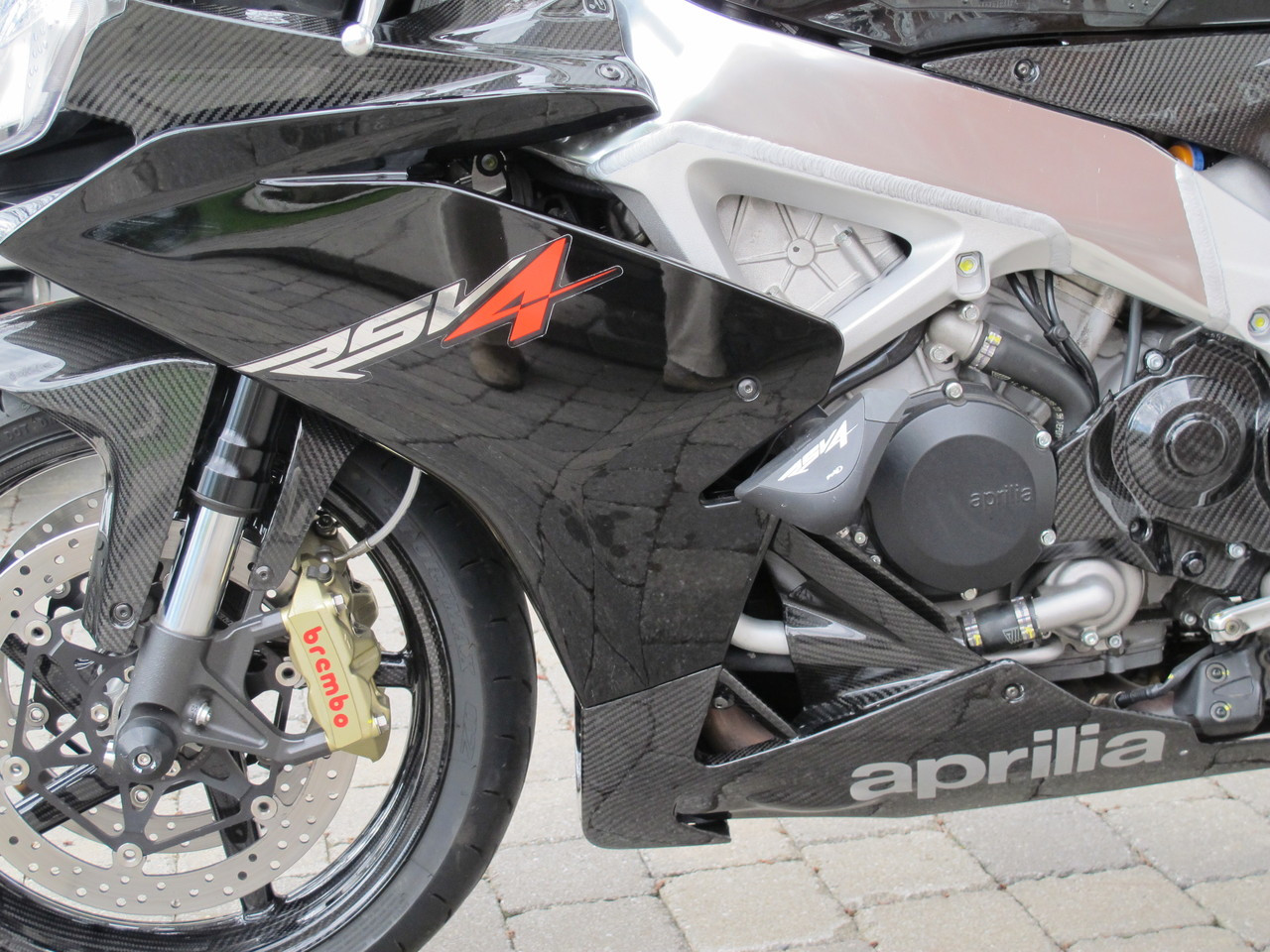 Belly Pan (with heat foil) and Pullers in Glossy Twill Weave Carbon Fiber for Aprilia RSV4 2009+ installed