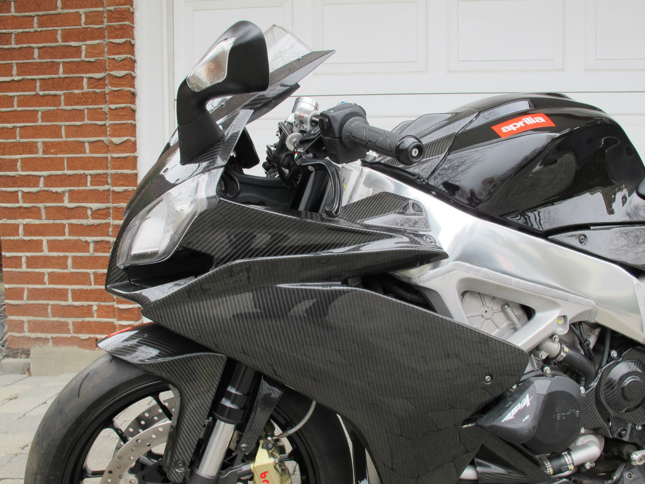 Side Panels in Glossy Twill Weave Carbon Fiber for Aprilia RSV4 2009+ (RF to 2018) (Left Side Installed)