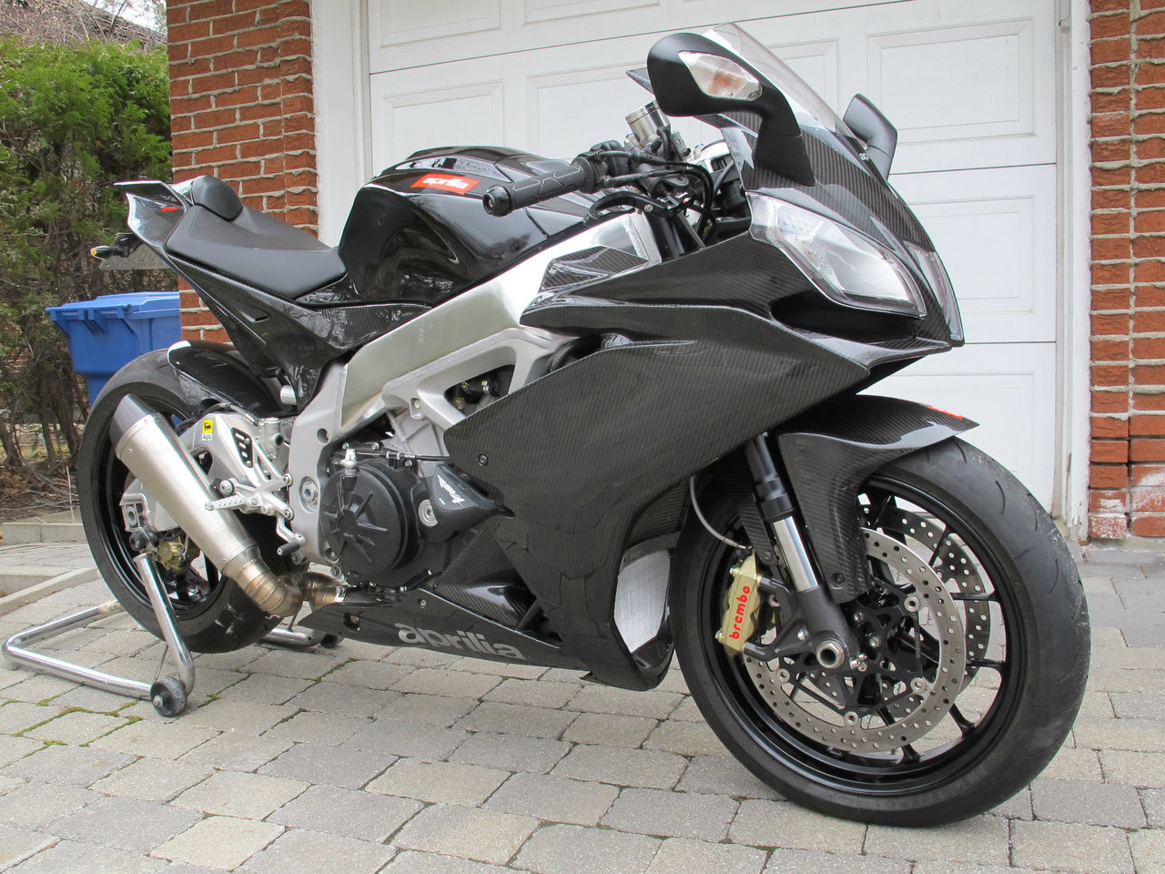 Side Panels in Glossy Twill Weave Carbon Fiber for Aprilia RSV4 2009+ (RF to 2018) (Right Side Installed)