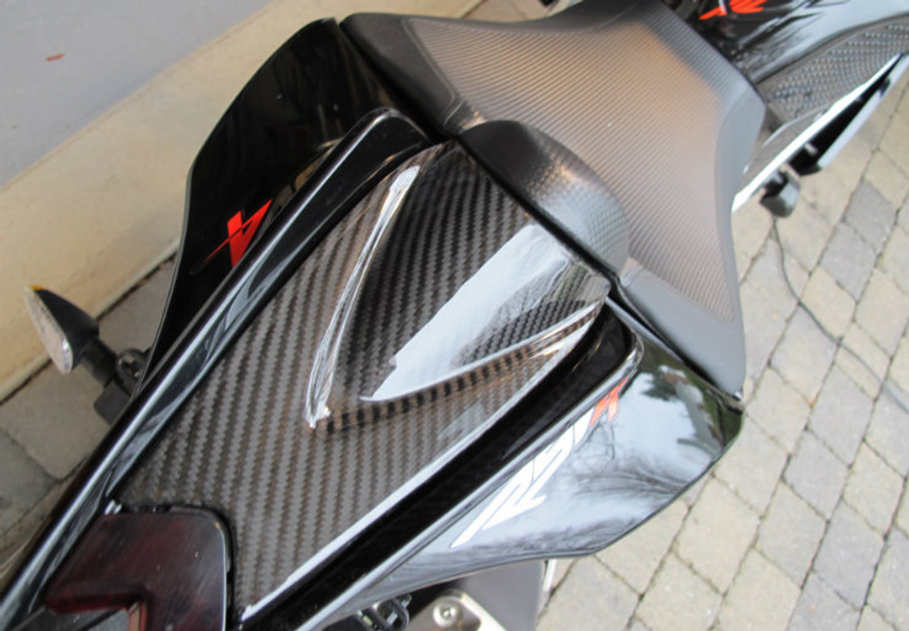 Glossy Twill Weave Carbon Fiber Seat Cowl for Aprilia RSV4 2009+ installed