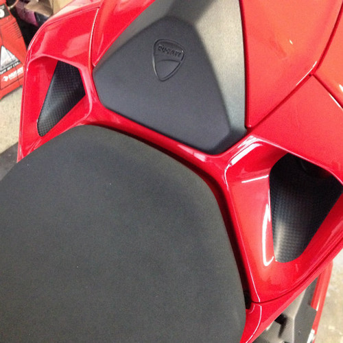 Rear Tail Vents in Carbon with Fiberglass for Ducati Panigale 899,1199