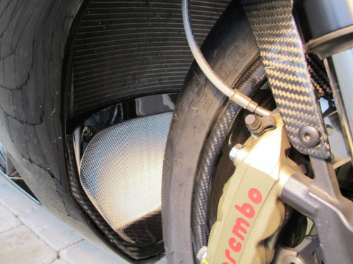 Glossy Twill Weave Carbon Fiber V Piece for Aprilia RSV4 2009+  installed w/ silver mesh
