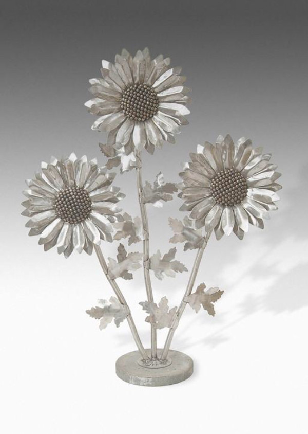 Daisy (Small, Weathered Steel)