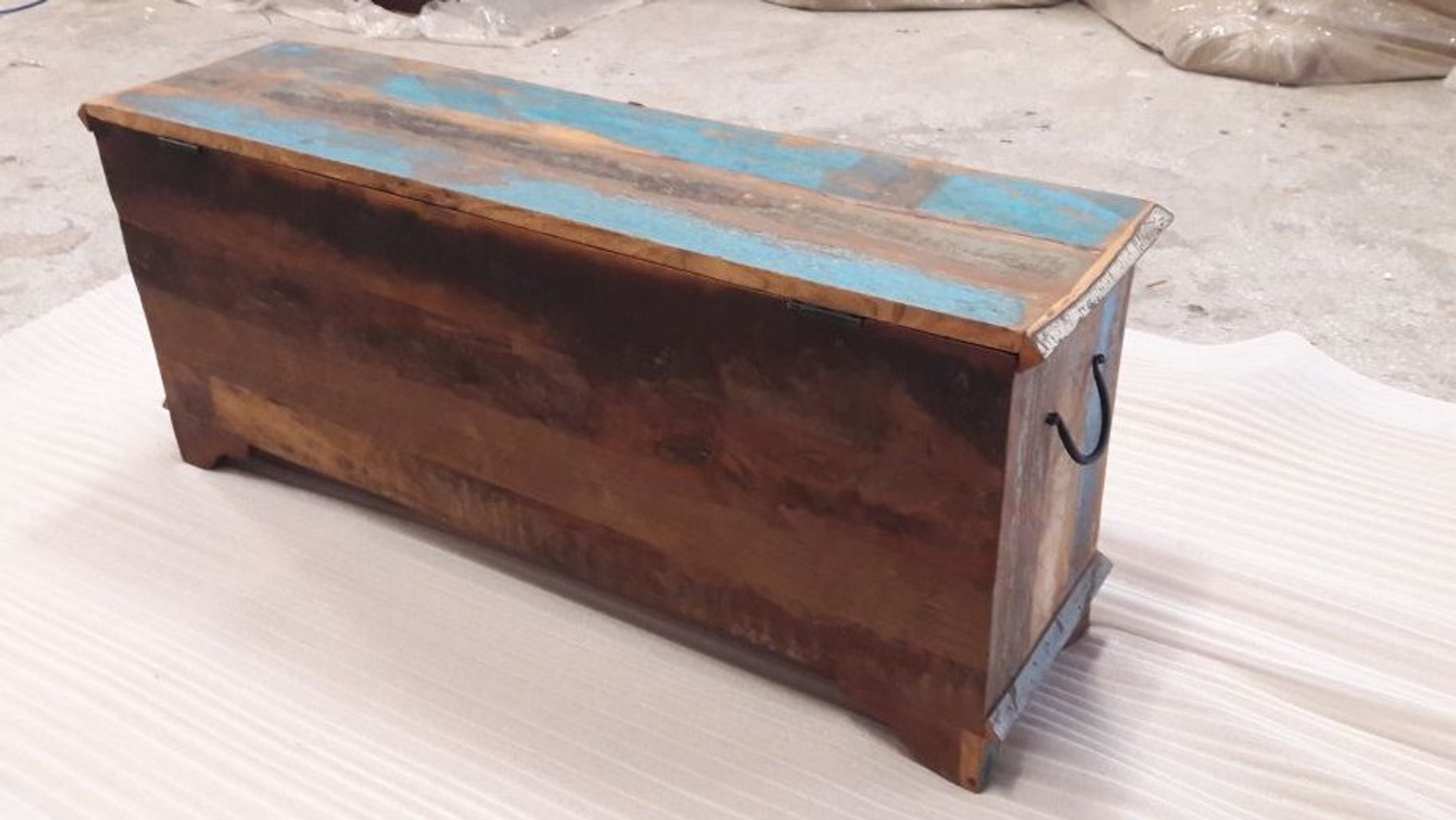 Reclaimed wood trunk