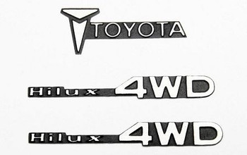 TOY 1/10 Metal Emblem for Tamiya Hilux Trail Finder TF2 RC4WD VVV-C0007 Mojave