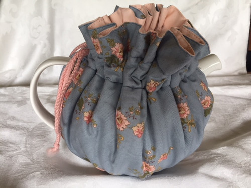 Tea Cosy, Blue/Pink Flowers (huggable)