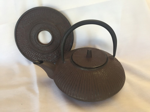 Teapot, Cast Iron Brown 21 oz with trivet