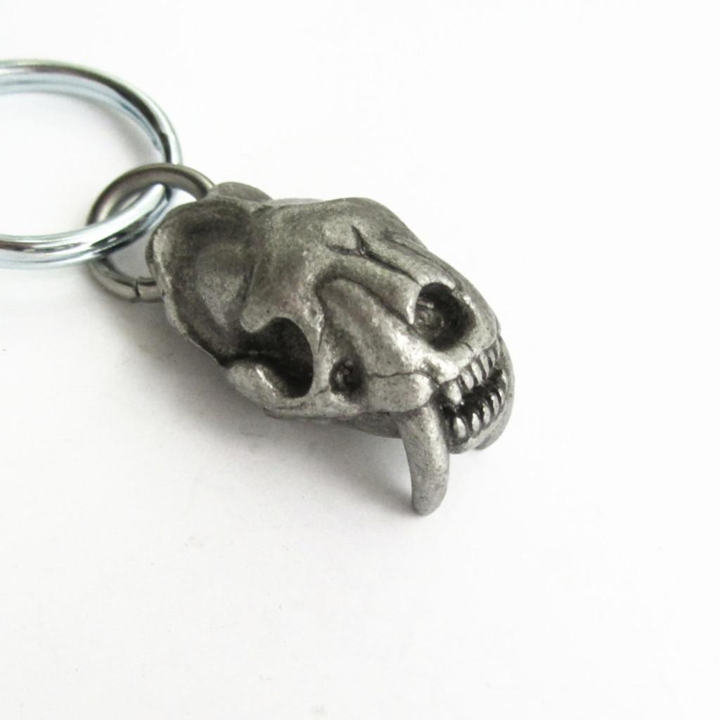 smilodon skull keychain