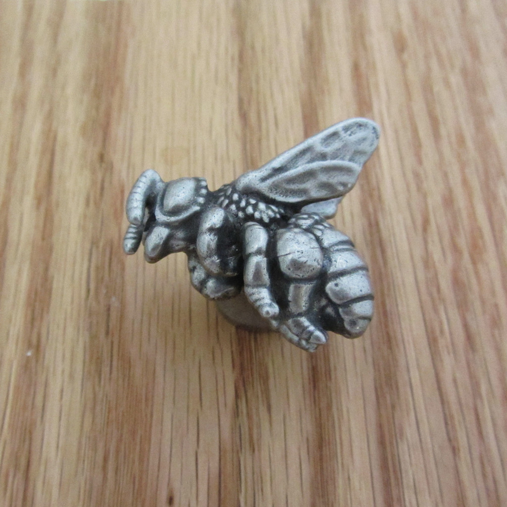 Honey Bee Drawer Pull, Left-Facing